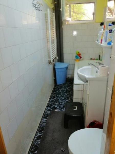 Apartament de vanzare cu 3 camere semidecomandat -3