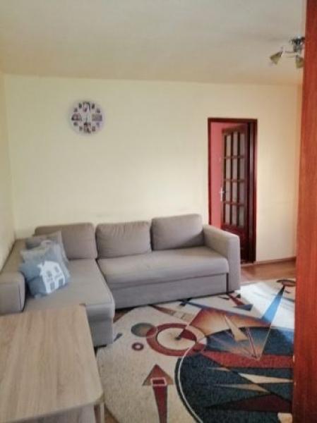Apartament de vanzare cu 3 camere semidecomandat -5