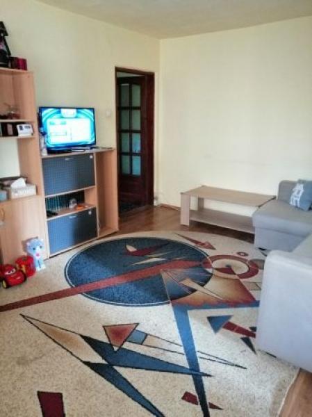 Apartament de vanzare cu 3 camere semidecomandat -6