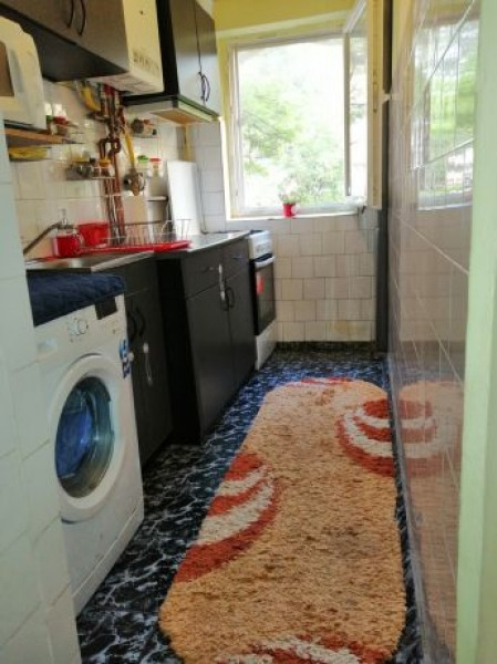 Apartament de vanzare cu 3 camere semidecomandat -7