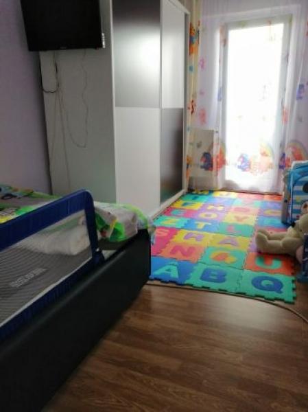 Apartament de vanzare cu 3 camere semidecomandat -8
