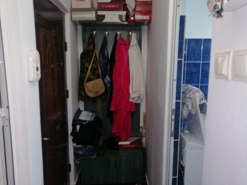 Apartament de vanzare, o camera Decomandat  Baza 3 -5