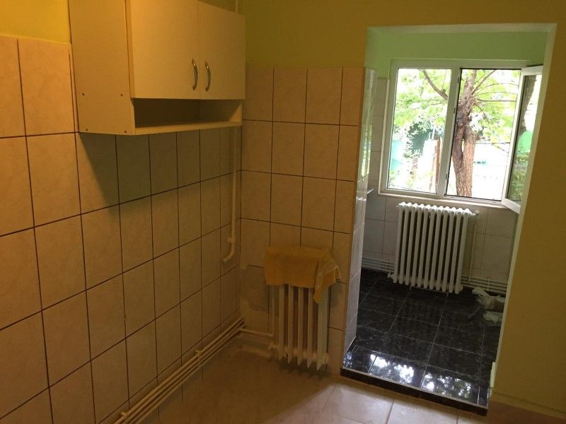 Apartament de vanzare, o camera Decomandat  Nicolina -2