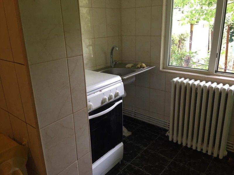 Apartament de vanzare, o camera Decomandat  Nicolina -4