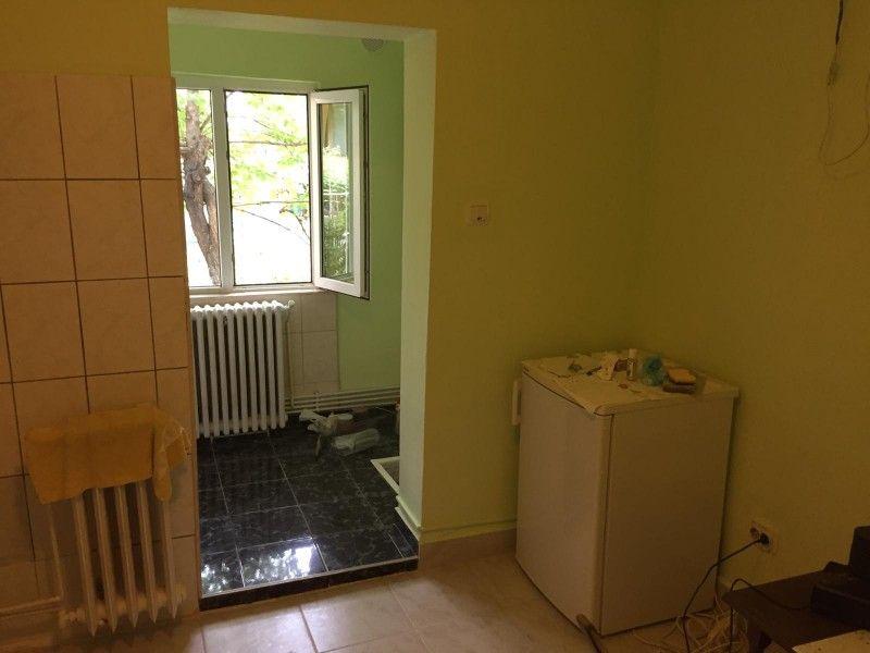 Apartament de vanzare, o camera Decomandat  Nicolina -5
