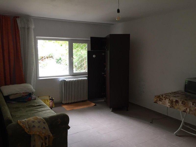 Apartament de vanzare, o camera Decomandat  Nicolina -6