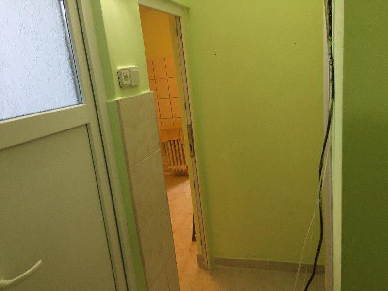 Apartament de vanzare, o camera Decomandat  Nicolina -7