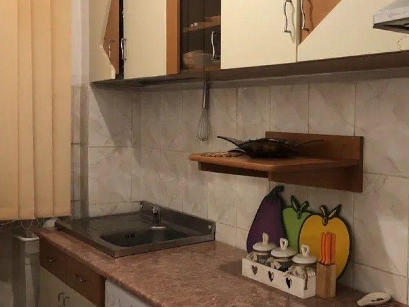 Apartament de vanzare, o camera Decomandat  Pacurari -2