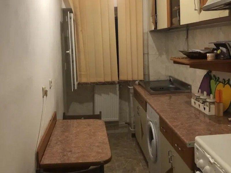 Apartament de vanzare, o camera Decomandat  Pacurari -4