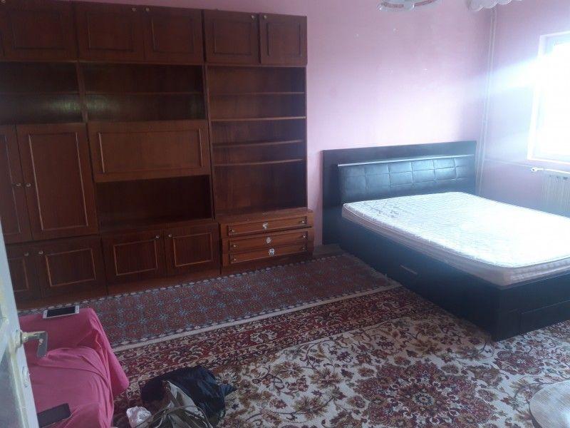 Apartament de vanzare, o camera Decomandat  Pacurari -1