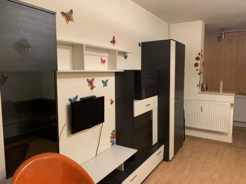 Apartament de vanzare, o camera Decomandat  Podul de Piatra -1