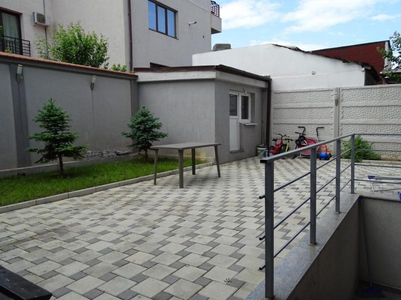 Apartament in Bucuresti de vanzare cu 3 camere la demisol-2
