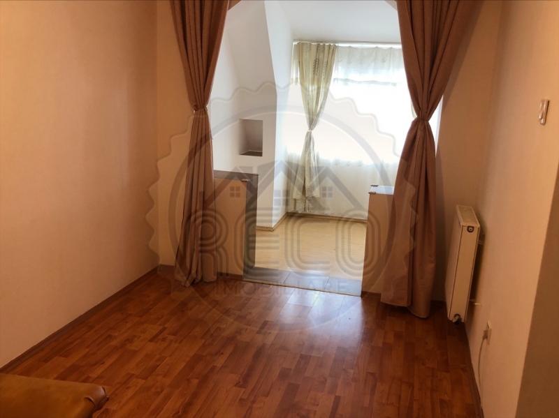 Apartament in Oradea de vanzare cu 2 camere  mansarda zona Rogerius-1