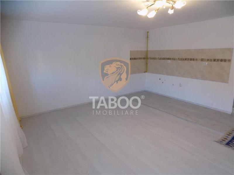 Apartament la casa 3 camere 80 mp renovat recent zona Centrala Sibiu-1