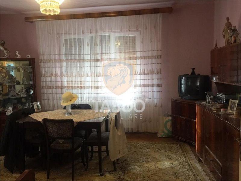 Apartament la vila cu 2 camere balcon si 221 mp teren zona Alba Iulia-1