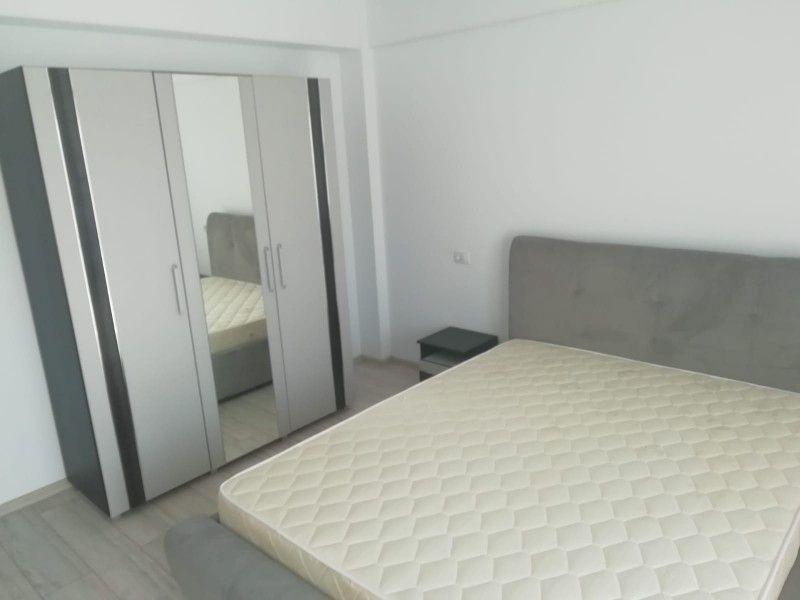 Apartament nou de inchiriat, o camera Decomandat  Podul de Fier -1