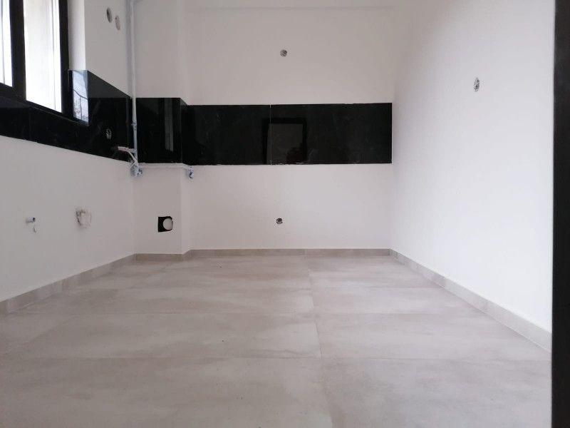 Apartament nou de vanzare, 3 camere Decomandat  Pacurari -7