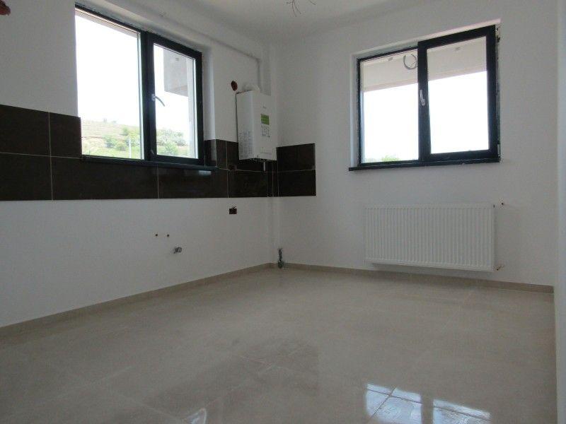 Apartament nou de vanzare, 3 camere Semidecomandat  Bucium -10