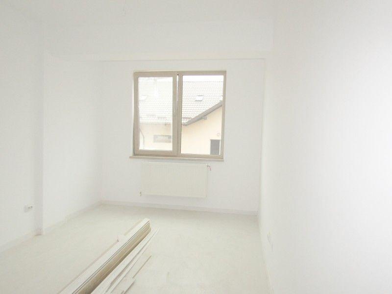 Apartament nou de vanzare, o camera Decomandat  Nicolina -4