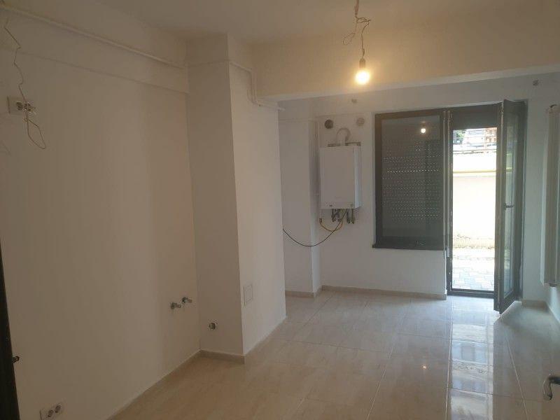 Apartament nou de vanzare, o camera Decomandat  Pacurari -10