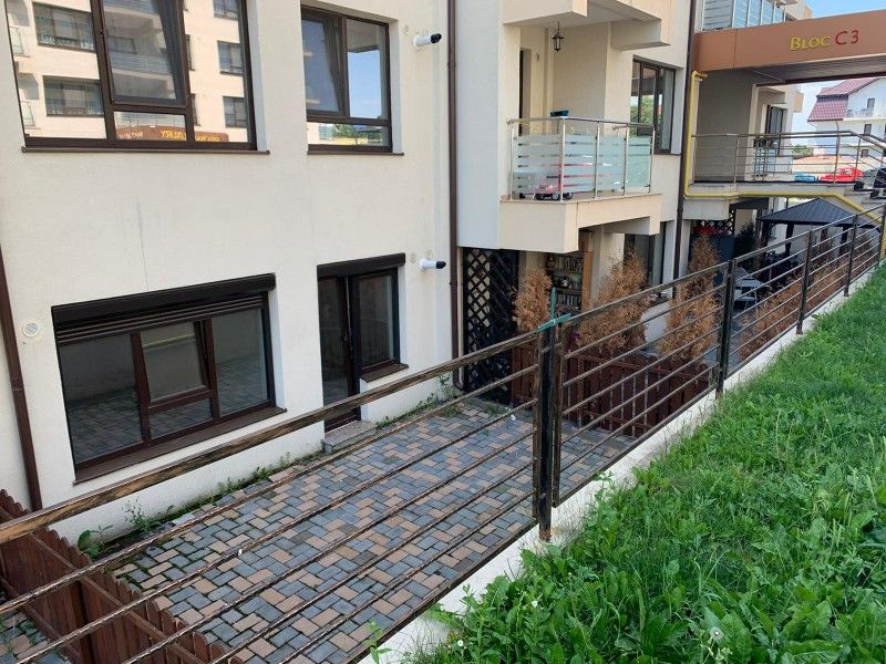 Apartament nou de vanzare, o camera Decomandat  Pacurari -16