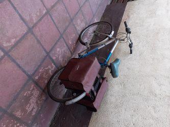 Bicicleta TREKKING, utilizata, cu 2 cutii depozitare