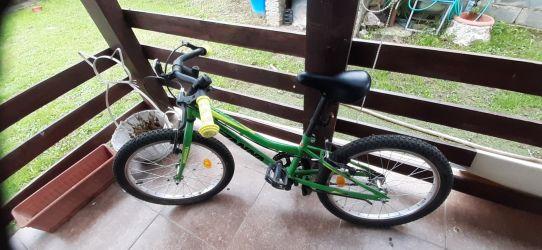 Bicicletacopil aproape noua