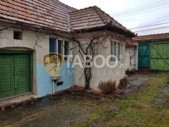 Casa cu 2 camere de vanzare in Sebes zona foarte buna