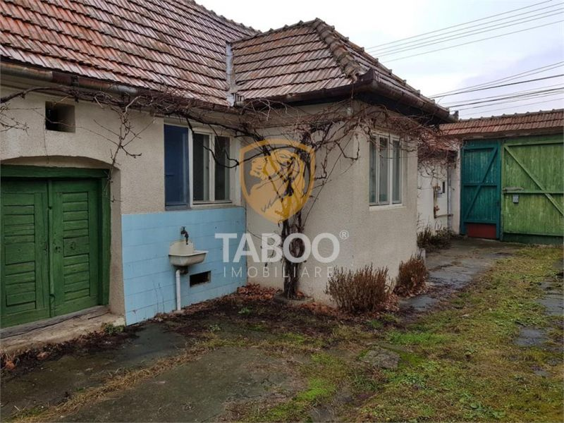 Casa cu 2 camere de vanzare in Sebes zona foarte buna-1