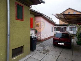Casa cu 2 camere decomandate acces auto in curte zona Terezian