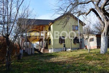Casa de vacanta cu 7 camere si 2000 mp teren in Tocile langa Sibiu