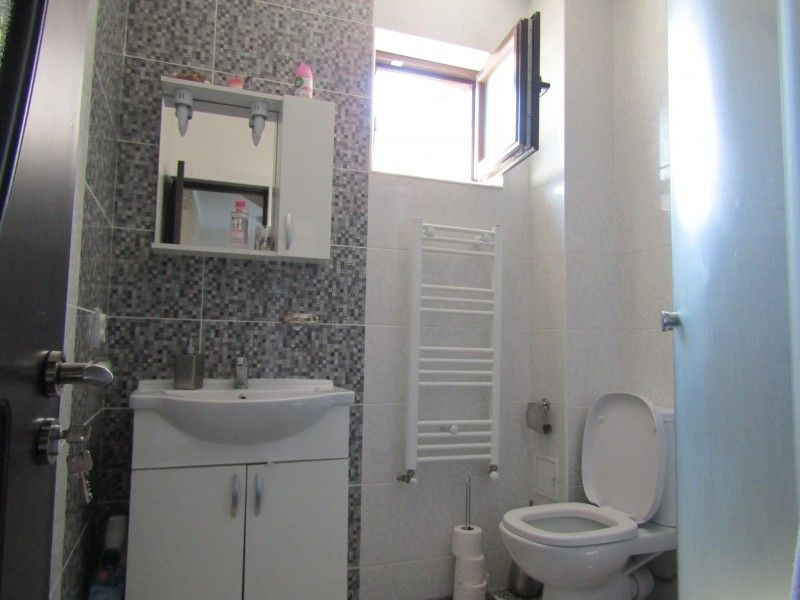 Casa de vanzare, 3 camere   Lunca Cetatuii -2