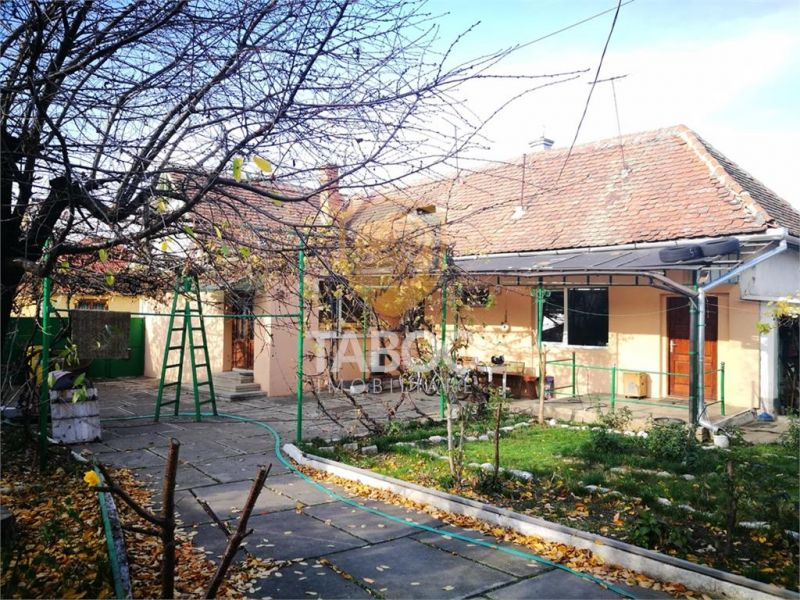 Casa individuala de vanzare 932 mp teren garaj si terasa in Piata Cluj-1