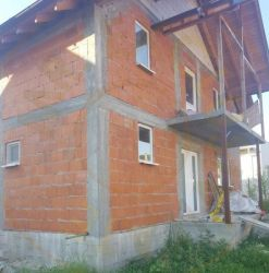 Comision zero - Vanzare / Schimb  Casa 'la rosu' in Budeasa
