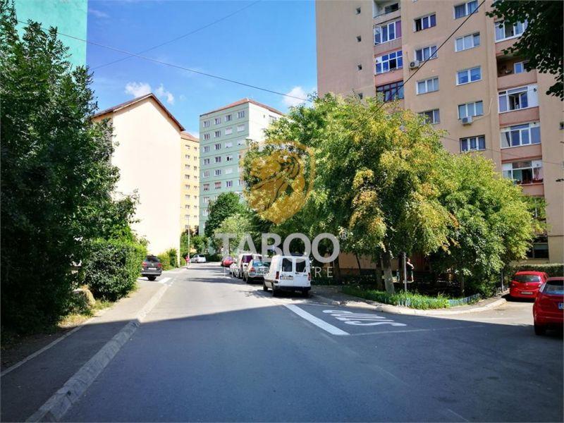 De inchiriat apartament cu 4 camere decomandate la etajul 3 in Sibiu-1