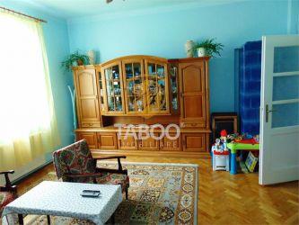 Doua apartamente la casa de vanzare in zona Lupeni din Sibiu