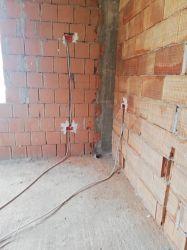 Execut lucrări de instalații electrice și sanitare