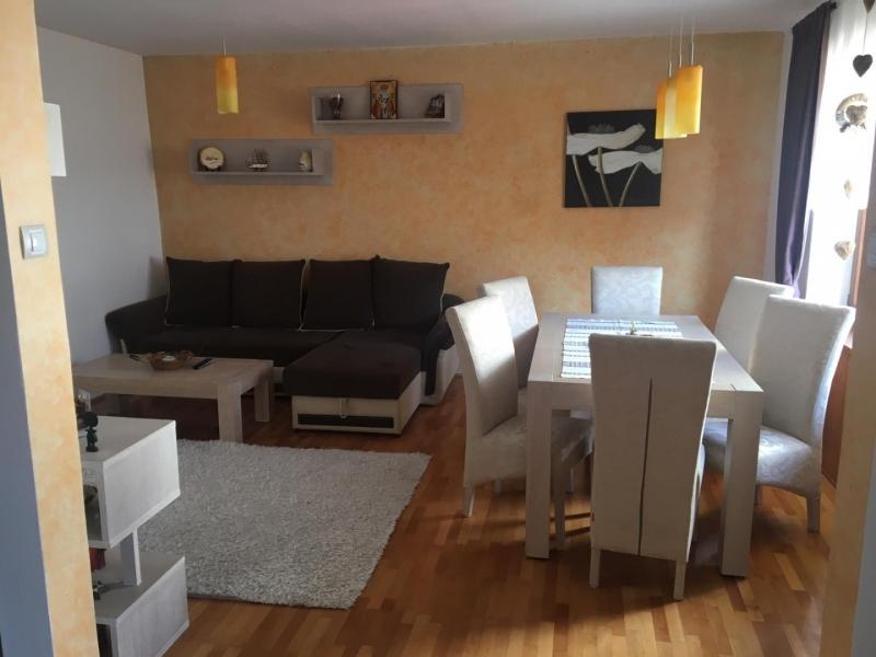 Inchiriez apartament 3 camere in casa-1