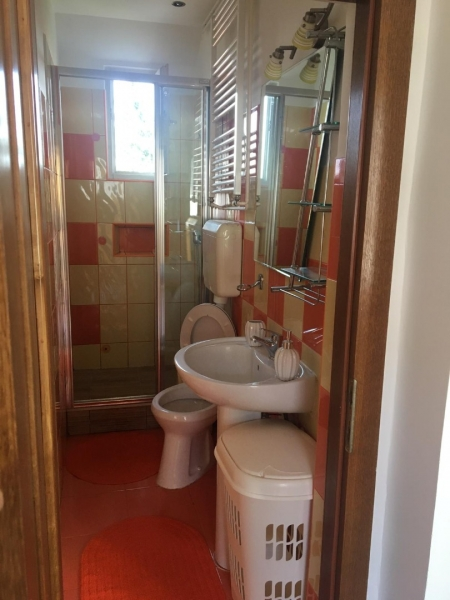 Inchiriez apartament 3 camere in casa-4