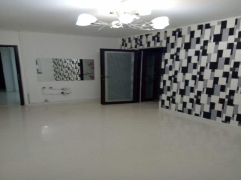 Inchiriez apartament 4 camere Dristor / Rm Valcea parter stradal-1