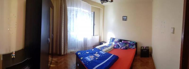 Inchiriez apartament 4 camere, etaj 1, zona Vasile Aaron-1