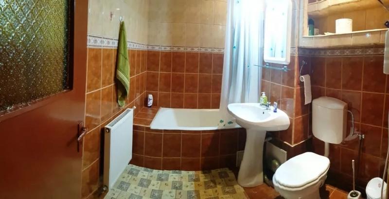 Inchiriez apartament 4 camere, etaj 1, zona Vasile Aaron-2