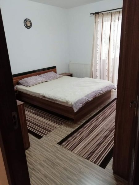 Inchiriez apartamente cu 2-3 camere în regim hotelier,80-100ron/noapte-3