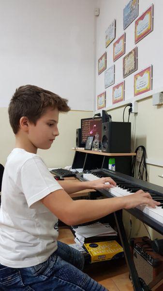 Lectii, Meditatii, Cursuri de Canto, Chitara, Pian Constanta-4