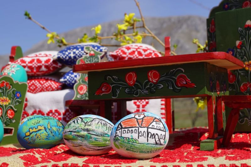 Mobiler miniatura plus oua din lemn pictate de mana zona Rimetea-1