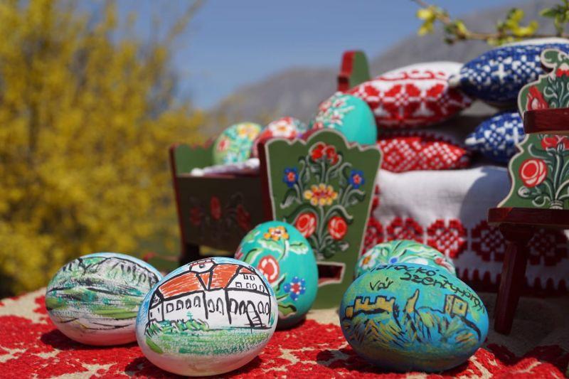 Mobiler miniatura plus oua din lemn pictate de mana zona Rimetea-3