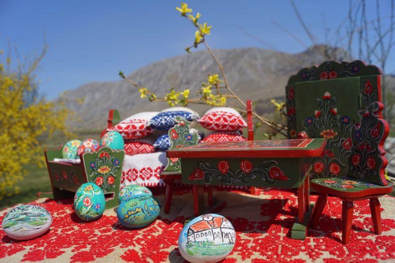Mobiler miniatura plus oua din lemn pictate de mana zona Rimetea-13