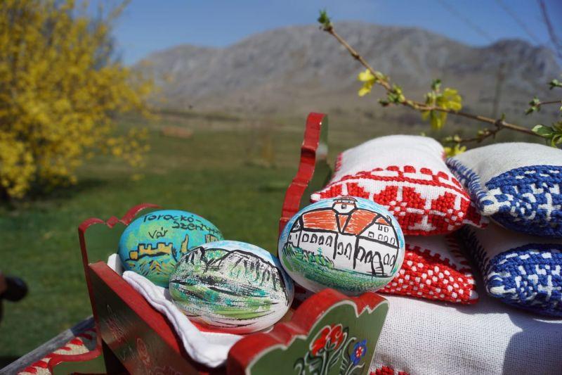 Mobiler miniatura plus oua din lemn pictate de mana zona Rimetea-2