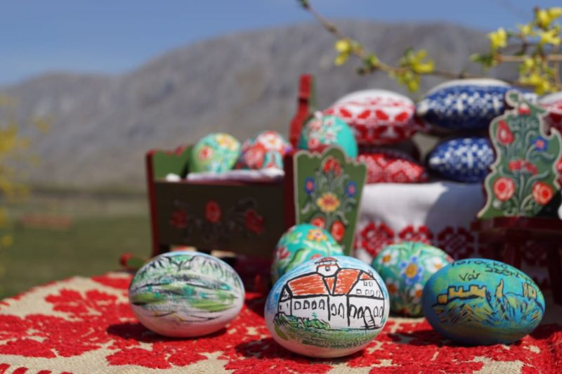 Mobiler miniatura plus oua din lemn pictate de mana zona Rimetea-20
