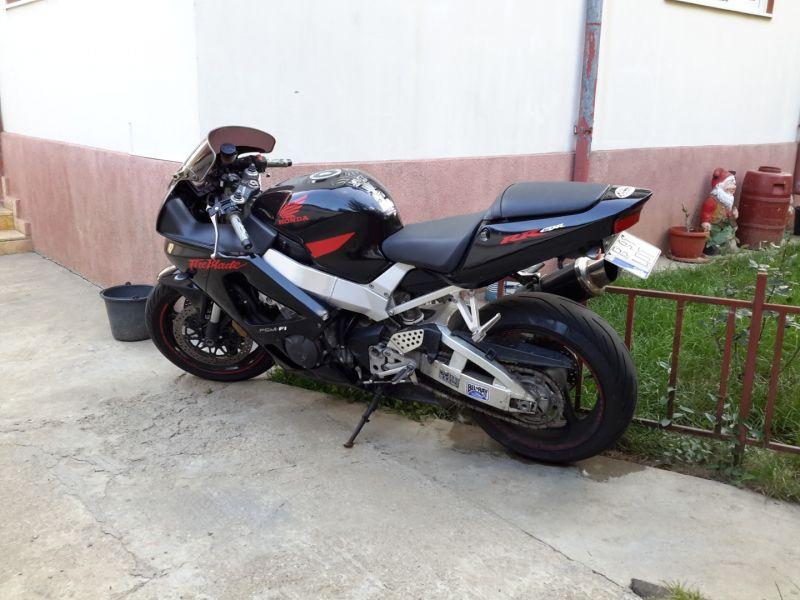 Motocicleta sport Honda 929 CBR -4